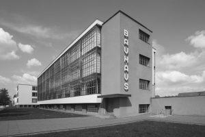 Bauhaus in Dessau. Fotografiert von Jean Molitor